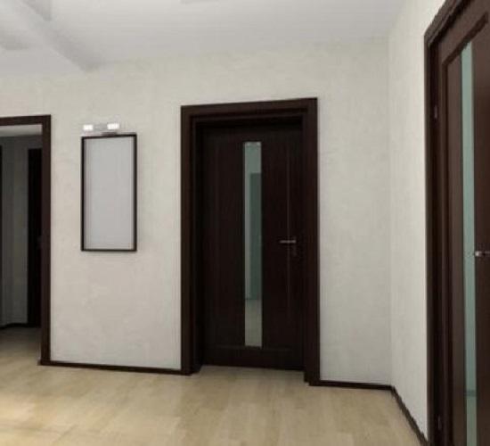 Дизайн квартиры с темными дверями и светлым полом